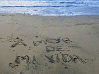 Frase Amor de mi vida escrita en la arena
